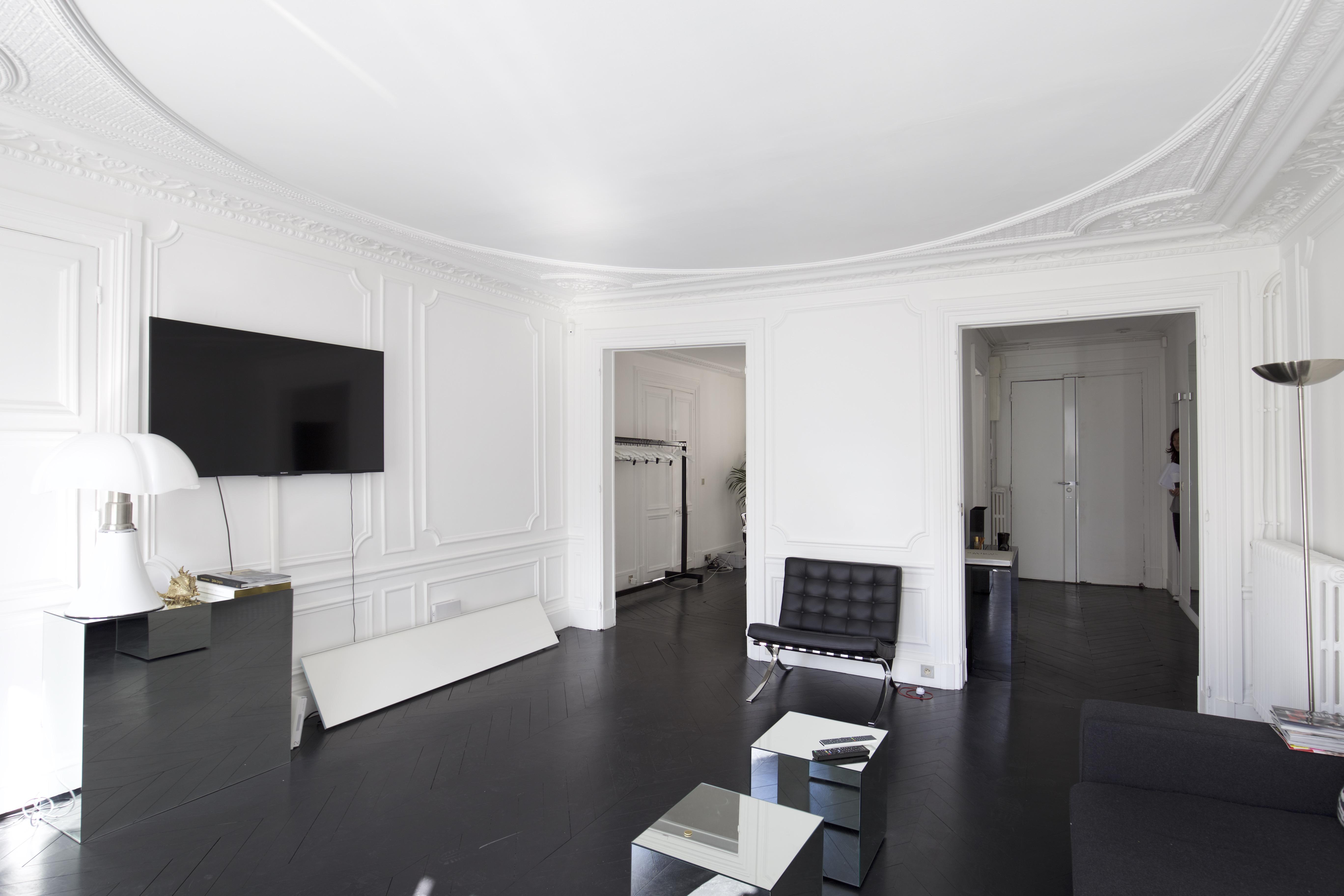 paris storefront ouvre ses portes dans la capitale mondiale de la mode storefront blog. Black Bedroom Furniture Sets. Home Design Ideas
