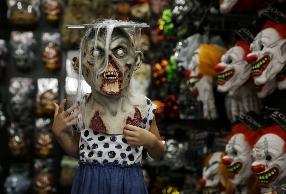 the halloween pop up store epidemic commercial real estate seasonal pop up stores storefront blog - Halloween Store New Jersey