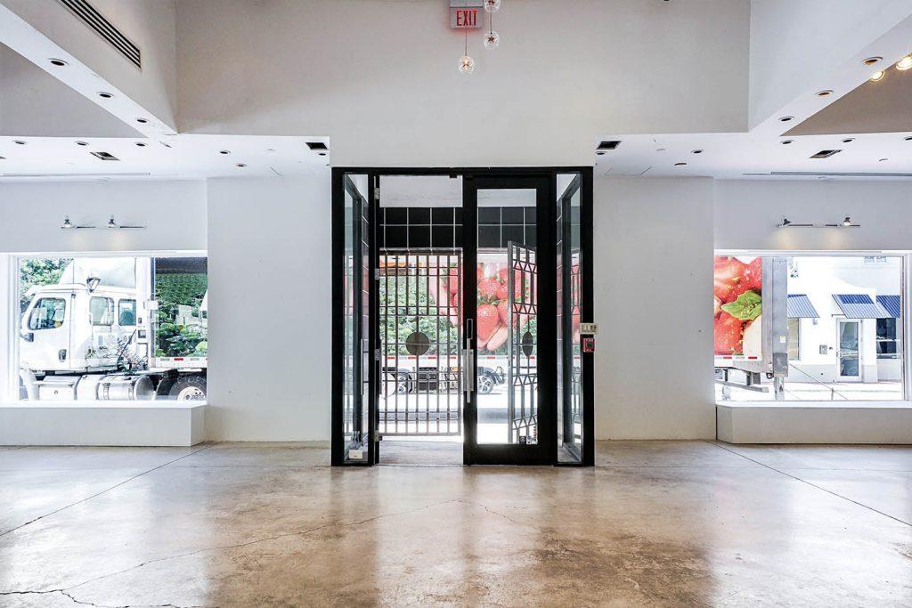 Prime Miami Beach Boutique in High Visibility Area